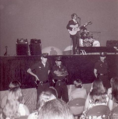 Monkees 1967 live on stage